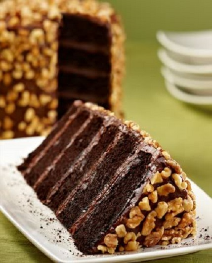 Claim Jumpers CHOCOLATE MOTHERLODE CAKE 7 Layers Chocolate Frosting Walnuts On Top